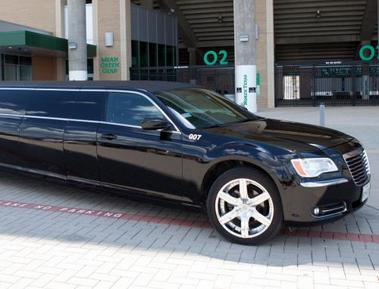 Black Chrysler 300 Limousine in Dallas